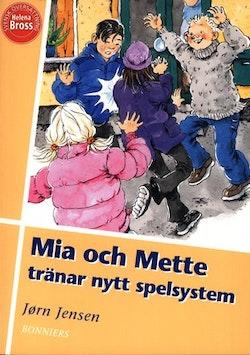 Mia och Mette tränar nytt spelsystem